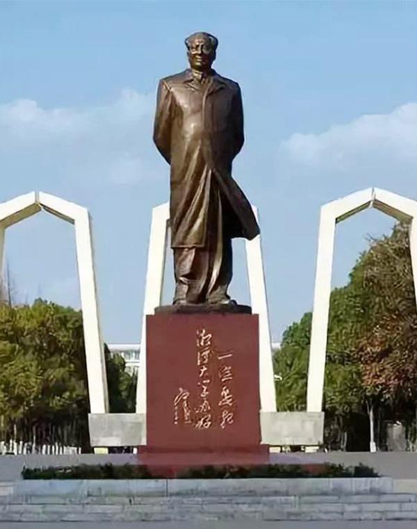 "<div style=""text-align:center;""> 湘潭大学 </div>"